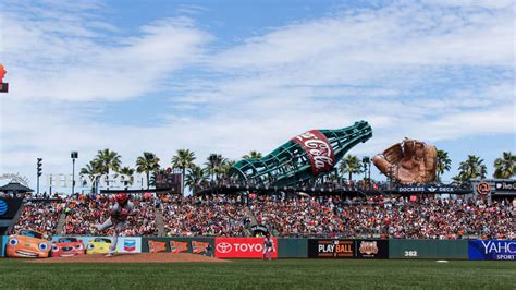 Giants strike naming-rights deal with Oracle as AT&T deal