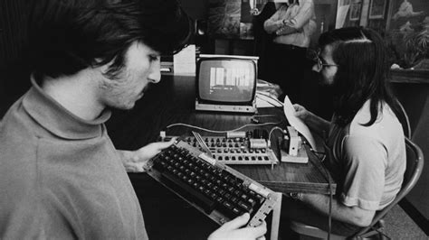 Working Apple-1 computer sold by Steve Jobs himself could