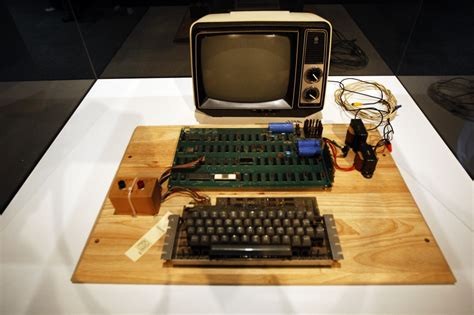 New Apple sales record: Old computer auctioned for
